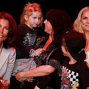 NLD/Amsterdam/20110413 - Mama of the Year award 2011, Isa Hoes met zoon Marlijn en dochter Vlinder