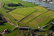 Nederland, Gelderland, Gemeente Westervoort, 03-10-2010; Schans (naar schans Geldersoord). In de bandijk een inlaatsluis die onderdeel vormde van de IJssellinie en die kom worden om het gebied oostelijk van de IJssel te inunderen. .Schans - Gelder entrenchment Ramp (to ski Oord Gelder). In the winter dike  a sluice that was part of the IJssel line and that could be used to flood (inundate) the area east of the IJssel..luchtfoto (toeslag), aerial photo (additional fee required).foto/photo Siebe Swart