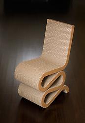 CURVY CORREGATED CARDBOARD CHAIR Frank Gehry, Wiggle Chair, Corregated cardboard chair, cardboard furniture