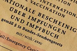 THEMENBILD - Masern sind eine hoch ansteckende Infektionskrankheit. Weltweit sterben rund 120.000 Menschen an den Folgen von Masern. In Deutschland ist die Zahl der Erkrankten zwar deutlich zurückgegangen, allerdings kommt es immer wieder zu Epidemien – wie aktuell in Berlin. Dort wurden seit Oktober 530 Fälle gemeldet, ein Kleinkind ist an den Folgen der Erkrankung gestorben, im Bild Impfbuch mit Spritze, aufgenommen am 01.03.2015 // THEME PICTURE - Measles is a highly contagious infectious disease. Worldwide kills around 120,000 people from the consequences of measles. In Germany the number of sufferers is declined significantly, but it always comes back to epidemics - as currently in Berlin. There, 530 cases were reported in October, a toddler died from the effects of the disease, pictures at Strafjustizzentrum in Augsburg, Germany on 2015/03/01. EXPA Pictures © 2015, PhotoCredit: EXPA/ Eibner-Pressefoto/ Fleig<br /> <br /> *****ATTENTION - OUT of GER*****