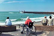 Frankrijk, Capbreton, 20-9-2018Badgasten liggen op een strand aan de Middellandse zee. Hotels en appartementen. Bathers lie on the beach on the Mediterranean sea. Behind the beaches small hotels and apartments.Foto: Flip Franssen
