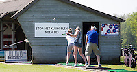 AMELAND -  Driving Range met bord STOP HET KLUNGELEN, NEEM LES. Amelandse Golfbaan 'De Amelander Duinen' . COPYRIGHT KOEN SUYK