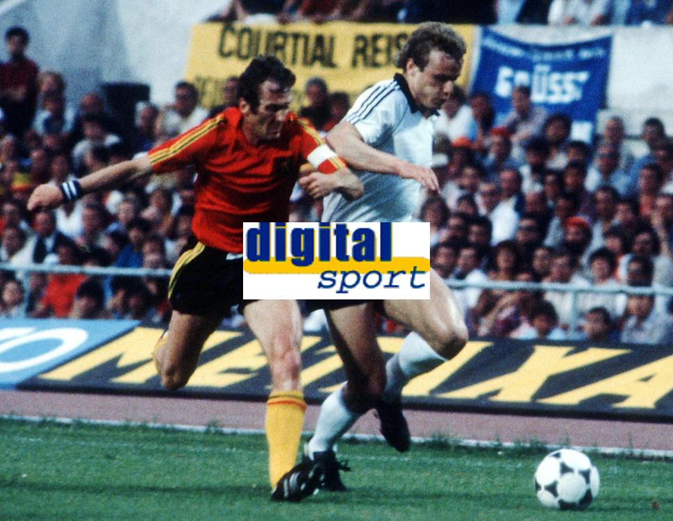 Fotball<br /> EM 1980<br /> Foto: Witters/Digitalsport<br /> NORWAY ONLY<br /> <br /> v.l. Julien COOLS - Hans Peter BRIEGEL Deutschland <br /> Tyskland v Belgia