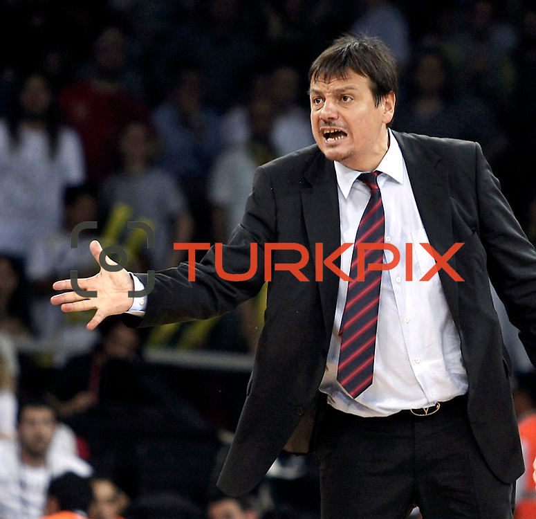Efes Pilsen's coach Ergin ATAMAN during their Turkish Basketball league Play Off Final fourth leg match Fenerbahce Ulker between Efes Pilsen at the Abdi Ipekci Arena in Istanbul Turkey on Thursday 27 May 2010. Photo by Aykut AKICI/TURKPIX