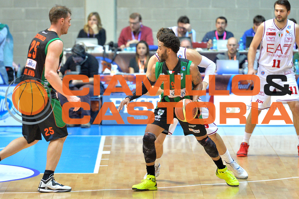 DESCRIZIONE : Final Eight Coppa Italia 2015 Desio Quarti di Finale Olimpia EA7 Emporio Armani Milano - Sidigas Scandone Avellino <br /> GIOCATORE : Banks Adrian<br /> CATEGORIA :Palleggio controcampo<br /> SQUADRA : Sidigas Avellino<br /> EVENTO : Final Eight Coppa Italia 2015 Desio <br /> GARA : Olimpia EA7 Emporio Armani Milano - Sidigas Scandone Avellino <br /> DATA : 20/02/2015 <br /> SPORT : Pallacanestro <br /> AUTORE : Agenzia Ciamillo-Castoria/I.Mancini