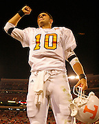Tennessee quarterback Erik Ainge salutes the crowd after the game between the Georgia Bulldogs and the Tennessee Volunteers at Sanford Stadium in Athens, GA on October 7, 2006.<br />