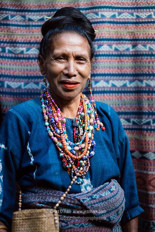 Sanggar Budaya Bliran Sina - Watublapi, (ikat tenun, pewarna alam), Desa Kajowair, Kec. Hewokloang, Maumere, Sikka, Flores, Nusa Tenggara Timur, Indonesia<br /> <br /> Bliran Sina - Watublapi art & culture studio, specializing in natural dye woven cloth & traditional dance. Kajowair village, Hewokloang, Maumere, Sikka, Flores, Nusa Tenggara Timur, Indonesia