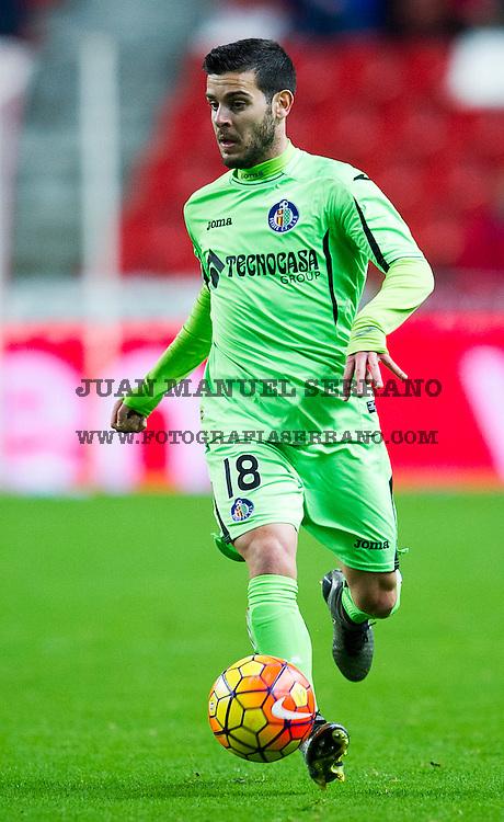 GIJON, SPAIN - JANUARY 04: Victor Rodriguez of Getafe CF controls the ball during the La Liga match between Real Sporting de Gijon and Getafe CF at Estadio El Molinon on January 4, 2016 in Gijon, Spain.  (Photo by Juan Manuel Serrano Arce/Getty Images)