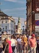 Krakow 2019-07-20. Ruch turystyczny w Krakowie na ulicy Grodzkiej.
