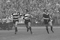 John Dawes (Barbarians) makes the break that leads to Gareth Edwards (not pictured) first try. Barbarians v New Zealand All Blacks, 1973 Cardiff Arms Park 27/1/73. Credit: Colorsport