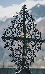 THEMENBILD - ein Grabkreuz aus Eisen auf einem Friedhof, aufgenommen am 10. April 2020 in Kaprun, Oesterreich an iron cross in a cemetery, in Kaprun, Austria on 2020/04/10. EXPA Pictures © 2020, PhotoCredit: EXPA/Stefanie Oberhauser