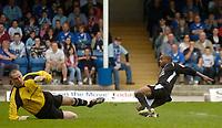Photo: Glyn Thomas.<br />Chesterfield v Swansea City. Coca Cola League 1. 06/05/2006.<br />Swansea's Leon Knight (R) gives his team a 1-0 lead.