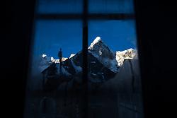 """THEMENBILD - Sonnenaufgang an der Ama Dablam (6814 m). Wanderung im Sagarmatha National Park in Nepal, in dem sich auch sein Namensgeber, der Mount Everest, befinden. In Nepali heißt der Everest Sagarmatha, was übersetzt """"Stirn des Himmels"""" bedeutet. Die Wanderung führte von Lukla über Namche Bazar und Gokyo bis ins Everest Base Camp und zum Gipfel des 6189m hohen Island Peak. Aufgenommen am 21.05.2018 in Nepal // Trekkingtour in the Sagarmatha National Park. Nepal on 2018/05/21. EXPA Pictures © 2018, PhotoCredit: EXPA/ Michael Gruber"""