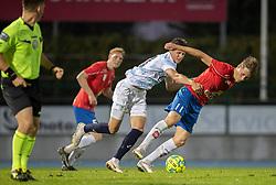 Marcus Lindberg (Hvidovre IF) holdes tilbage af Frederik Juul Christensen (FC Helsingør) under kampen i 1. Division mellem Hvidovre IF og FC Helsingør den 15. september 2020 på Pro Ventilation Arena, Hvidovre Stadion (Foto: Claus Birch).