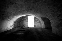 """Questo è ciò che ne rimane del frantoio ipogeo del castello di Lizzano (Ta), chiamato in dialetto """"trappeto"""". I frantoi venivano costruiti nei sotterranei dei castelli per produrre e conservare l'olio. Attualmente questo frantoio è in stato di abbandono, ed in oltre nel corso degli anni è stato deturpato. Infatti al disopra del frantoio negli anni 30 fu costruito un cinema. Questo ha contribuito alla deturpazione del frantoio stesso."""