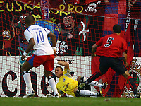 Tor 1:0 Osasuna durch Cuellar Nr.5, Torwart Sascha Kirschstein<br /> Fussball Champions League Qualifikation CA Osasuna - Hamburger SV<br /> Norway only