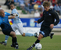 Fotball - Treningsleir La Manga.11. mars 2002. Vålerenga - Malmø FF - Tobias Grahn runder Malmø sin keeper.<br /> <br /> Foto: Andreas Fadum, Digitalsport