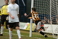 Photo: Leigh Quinnell.<br /> Luton Town v Hull City. Coca Cola Championship. 04/02/2006. Hulls Darryl Duffy celebrates his goal.