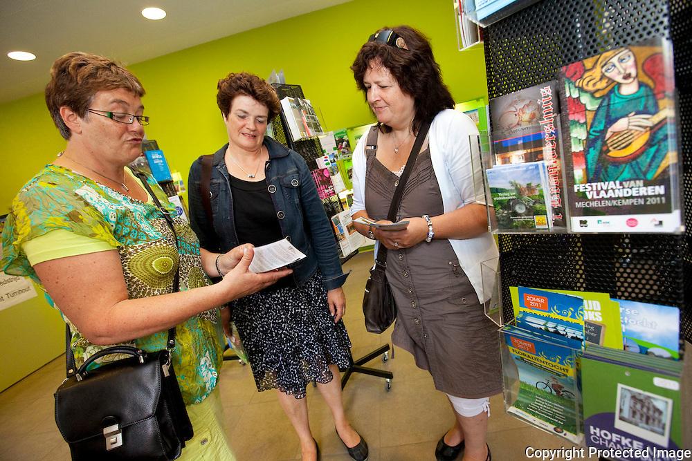 de grote markt van Turnhout-Josette Van den Assum, Marjon Van den Assum, Karin Van den Assum,