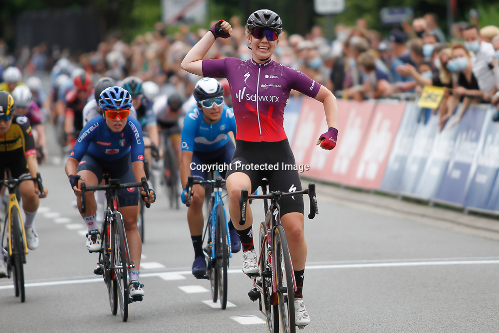 ZULTE (BEL) July 11 CYCLING: <br /> 4th Stage Baloise Belgium tour<br /> Lonneke Uneken won the final stage of the Baloise Ladies Tour. The rider from SD Worx was the fastest of a large group in Zulte. Uneken beat Rachele Barbieri and Barbara Guarischi.