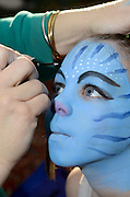 Young girl of 7 dresses up as Neytiri (a Na'vi) from the 2009 Avatar film for purim.