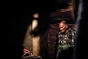 L'ainé des oncles maternels prend la parole pour reprendre le souffle de la vie qui fut donné à la naissance. Le corps lui sera remis par le père du défunt, accompagné d'un don coutumier pour s'excuser de ne pas avoir maintenu la vie.  La mise en cercueil, la fermeture et la mise en terre sont la responsabilité de la famille de la mère. - Tribu de Tendo - Hienghene - Nouvelle Calédonie - Aout 2013