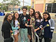 Merrick, New York, USA. 27th September 2015. ROBBIE ROSEN, an American Idol Season 10 Semi-finalist in 2011, talks with fans, L-R, BRITTANY WALLACH, EMILY HALLERAN, KATE DERWIN, JACQUI BERKOWIZ, and ANJALI PURI at the Merrick Chamber of Commerce Fall Festival on Long Island. Rosen and the teen girls are all Merrick residents.