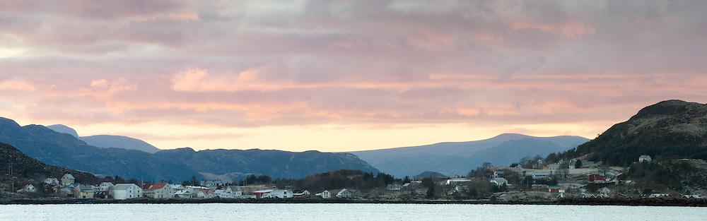 Sandshamn, Sandsøy, Norway. Taken from Gjøneset, Gurskøya with 400mm | Sandshamn, Sandsøy, Norge. Tatt fra Gjøneset på Gurskøya med 400mm