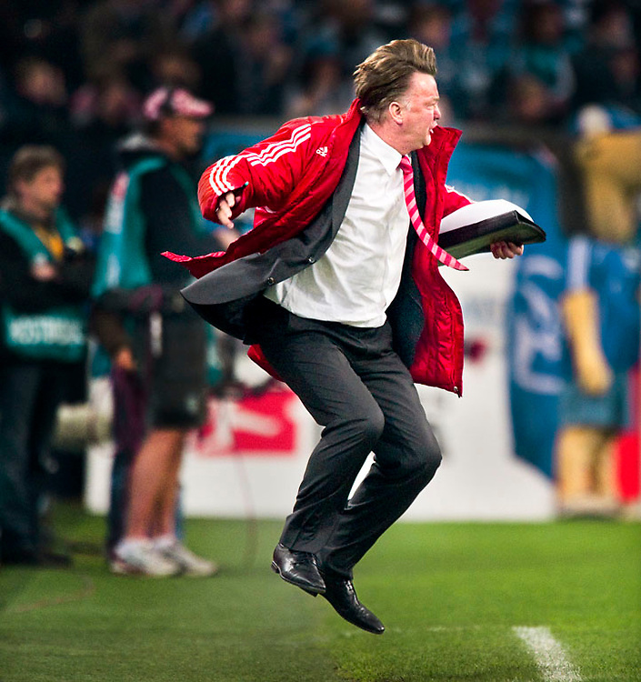 Germany, Gelsenkirchen, 03-04-2010.<br /> Football, Bundesliga.<br /> Schalke '04 - Bayern Munchen : 1-2.<br /> Louis van Gaal, trainer of Bayern Munchen, shows a lot of emotions during the match.<br /> Photo : Klaas Jan van der Weij