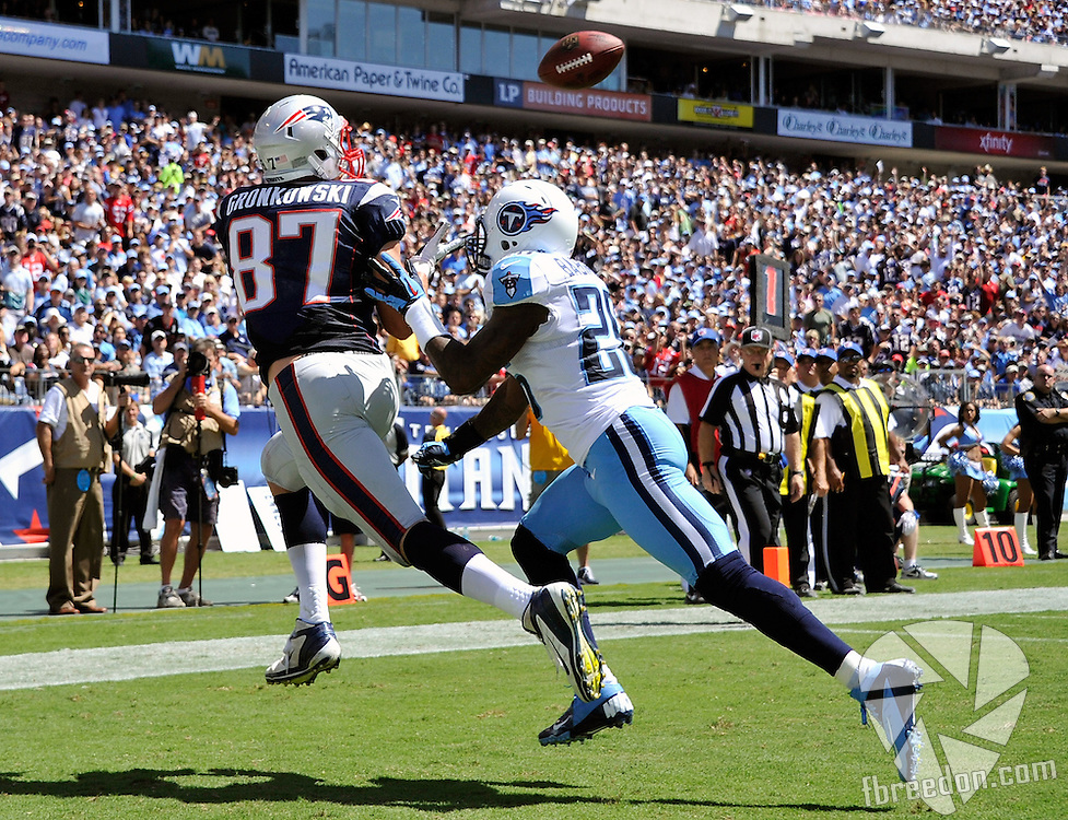 NASHVILLE, TN - SEPTEMBER 09:  Jordan Babineaux #26 of the Tennessee Titans tries to defend tight end Rob Gronkowski #87 of the New England Patriots on a touchdown pass at LP Field on September 9, 2012 in Nashville, Tennessee.  (Photo by Frederick Breedon/Getty Images) *** Local Caption *** Jordan Babineaux; Rob Gronkowski