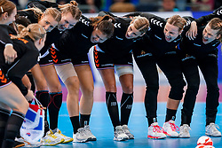 15-12-2019 JAP: Final Netherlands - Spain, Kumamoto<br /> The Netherlands beat Spain in the final and take historic gold in Park Dome at 24th IHF Women's Handball World Championship / Merel Freriks #19 of Netherlands, Martine Smeets #24 of Netherlands, Angela Malestein #26 of Netherlands, Rinka Duijndam #30 of Netherlands