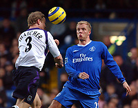 Fotball<br /> Premier League 2004/05<br /> Chelsea v Manchester City<br /> 6. februar 2005<br /> Foto: Digitalsport<br /> NORWAY ONLY<br /> Chelsea's Eidur Gudjohnsen and City's Ben Thatcher