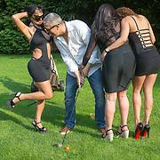NLD/Laren/20150703 - Crimeday 2015 in club Boccaccio in Laren, dames aan het golfen in de achtertuin met Martin Kok