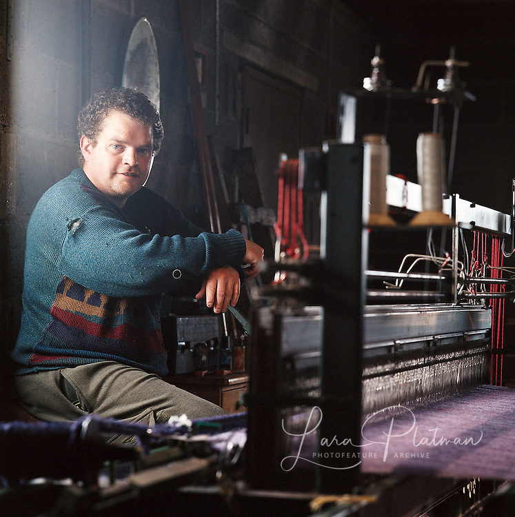 Weaver in Lewis for the Harris Tweed from land to street book
