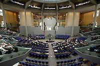 30 JUN 2005, BERLIN/GERMANY:<br /> Uebersicht des schlecht besetzten Plenarsaals, waehrend einer Abstimmung, Deutscher Bundestag<br /> IMAGE: 20050630-01-011<br /> KEYWORDS: Plenum, leer, Reichstag, Bundesadler, Übersicht