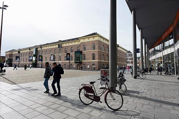 Nederland, Deventer, 19-9-2013De gerenoveerde Boreel kazerne aan de rand van het centrum van de stad. Het vernieuwde monument moest aansluiten op het bestaande winkelcentrum, maar staat grotendeels ongebruikt en leeg. Sommige ruimtes wachten nog op afwerking.Foto: Flip Franssen/Hollandse Hoogte