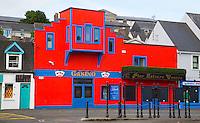 KINSALE (CORK) - IERLAND -  gekleurde huisjes  (Casino) in Kinsale . COPYRIGHT KOEN SUYK