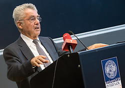 "12.10.2016, Universität, Innsbruck, AUT, Alt Bundespräsident Fischer an der Universität Innsbruck, im Bild Österreichs Ex-Bundespräsident Heinz Fischer // Austria's former Federal President Heinz Fischer at his lecture on ""The History and Democracy Development of the Second Republic"" at the Universität in Innsbruck, Austria on 2016/10/12. EXPA Pictures © 2016, PhotoCredit: EXPA/ Johann Groder"