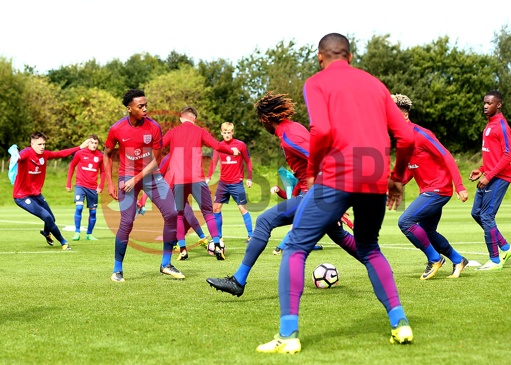 Joe Willock takes part in training with England Under 19s ahead of the International Friendlies against Poland and Germany - Mandatory by-line: Robbie Stephenson/JMP - 31/08/2017 - FOOTBALL - England U19 - Training session ahead of international friendlies against Poland and Germany