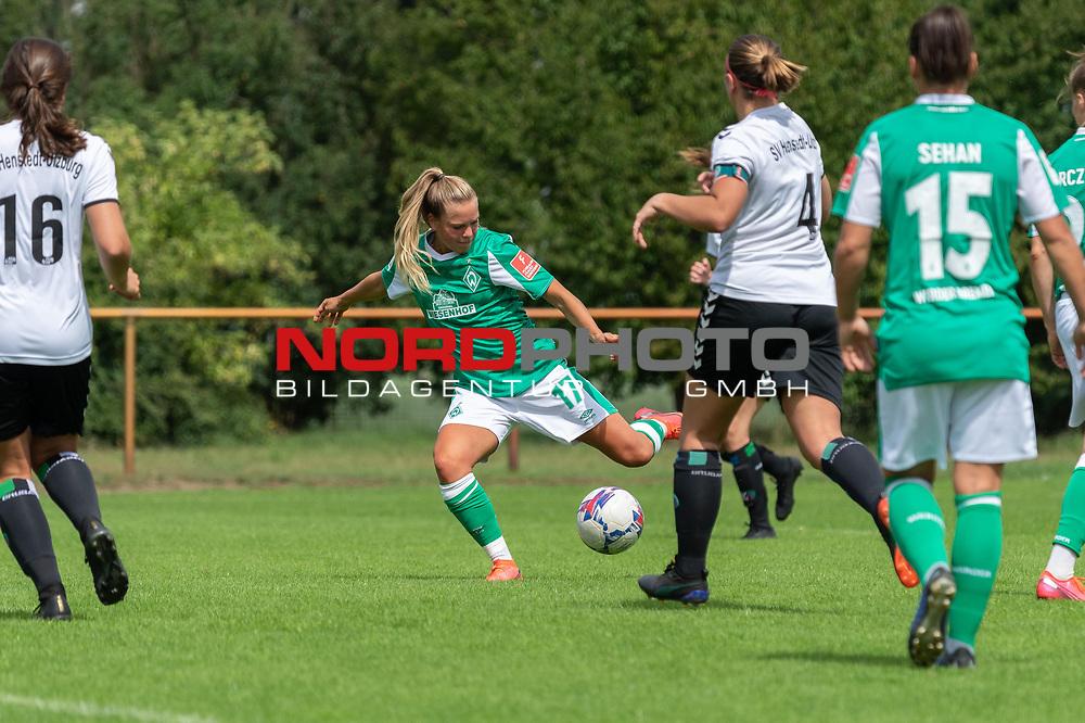 02.08.2020, wohninvest Weserstadion Platz 12, Bremen, GER,FSP, FLYERALARM, FFBL SV Werder Bremen vs  SV Henstedt-Ulzburg, <br /> <br /> <br /> <br />  im Bild<br /> <br /> Magarita Gidon (WerderBremen17)<br /> Malin Hegeler<br /> Madota Jolina Ehrig<br /> Jasmin Sehan (WerderBremen15)<br /> <br /> Foto © nordphoto / Kokenge