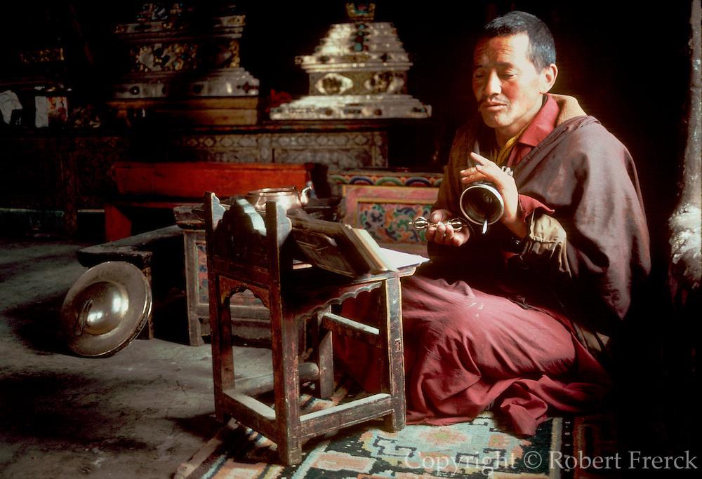 INDIA, RELIGION, BUDDHISM Ladakh; Tikse Buddhist Monastery in the Himalaya Mountains; Buddhist monk chanting prayers