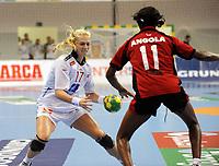 Håndball<br /> VM 2011<br /> Norge v Angola<br /> 07.12.2011<br /> Foto: imago/Digitalsport<br /> NORWAY ONLY<br /> <br /> Linn Jørum SULLAND, NOR gegen Luisa KIALA, ANG