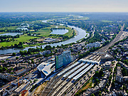 Nederland, Gelderland, Gemeente Arnhem, 14–05-2020; centrum Arnhem, NS station Arnhem Centraal met omgeving. Rivier de Nederrijn in de achtergrond.<br /> Arnhem center, Arnhem Central railway station with surroundings.<br /> <br /> luchtfoto (toeslag op standaard tarieven);<br /> aerial photo (additional fee required)<br /> copyright © 2020 foto/photo Siebe Swart