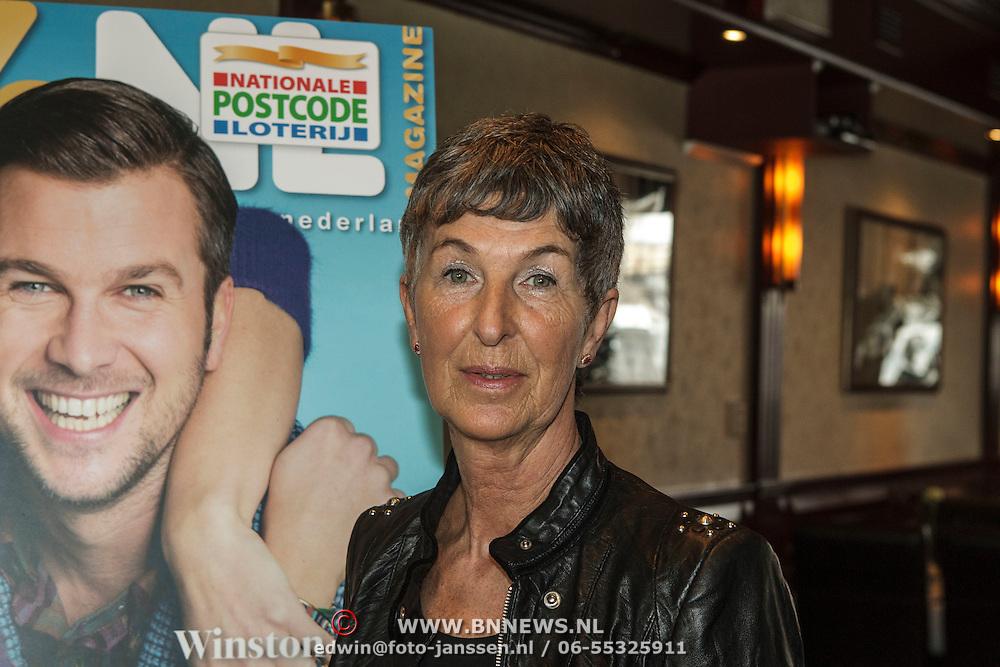 NLD/Volendam/20150305 - Winston Gerschtanowitz onthult grootste 100%NL Magazine aller tijden, Bea Post van de Postcodeloterij