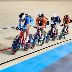 06-11-2016: Wielrennen: NK Teamsprint en Ploegenachtervolging : <br />Apeldoorn  APELDOORN (NED) wielrennen <br /> In het Omnisportcentrum in Apeldoorn werd gestreden om de nationale titels op de ploegenachtervolging en teamsprint. In actie tijdens ploegentijdrit Andre Looij, Roy Pieters, Yentl Ruimgaard, Barry Markus