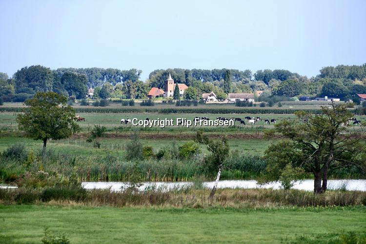 Nederland, Ubbergen, 1-5-2019Zicht op de Ooijpolder met in de achtergrond het dorp Ooij. Dit gebied is onderdeel van de wandelroute, pelgrimsroute, walk of wisdom door het rijk van Nijmegen.Foto: Flip Franssen