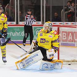 Oskar Oestlund (Krefeld Pinguine, Nr. 55) bezwungen<br /> im DEL-Spiel der Duesseldorfer EG gegen die Krefeld Pinguine (06.03.2020). beim Spiel in der DEL, Duesseldorfer EG (rot) - Krefeld Pinguine (gelb).<br /> <br /> Foto © PIX-Sportfotos *** Foto ist honorarpflichtig! *** Auf Anfrage in hoeherer Qualitaet/Aufloesung. Belegexemplar erbeten. Veroeffentlichung ausschliesslich fuer journalistisch-publizistische Zwecke. For editorial use only.