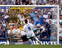 Fotball<br /> Foto: SBI/Digitalsport<br /> NORWAY ONLY<br /> <br /> Leeds United v Millwall<br /> Coca Cola Championship.<br /> 07/08/2005.<br /> <br /> Leeds' David Healy puts his penalty beyond the dive of goalkeeper Andy Marshall to net the winning goal.