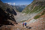 Escursionisti al passo del muretto.
