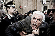 The police stops a pensioner who protests against Senate's rejection of Financial Stability Act's amendment which established sale or rent at subsidized rates for housing tenants of social security institutions. Lately, in fact, those institutions sell or lease the property at market prices. Speculationwith unsustainable values for single-income families or retirees living there for decades.<br />
